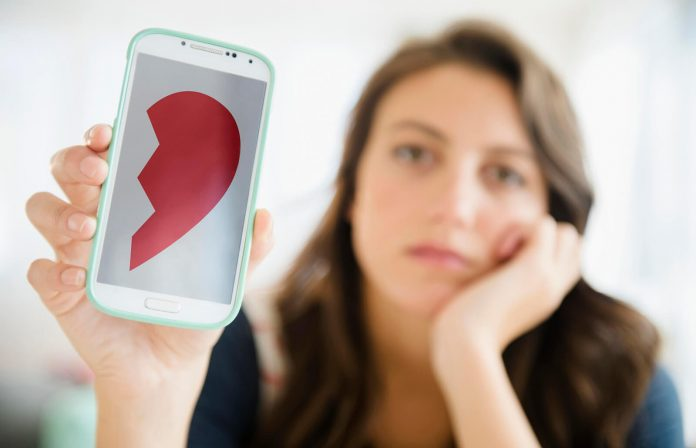 how to spot a fake dating profile